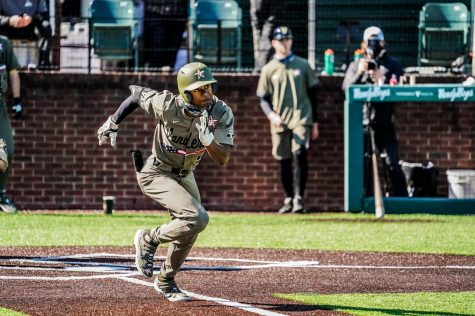 Enrique Bradfield Jr. runs to first base in Vanderbilt