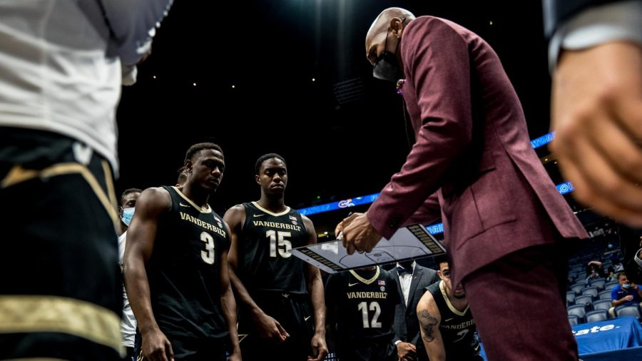 Jerry Stackhouse draws up a play during a media timeout in the 2021 SEC Tournament. (Twitter/@VandyMBB)