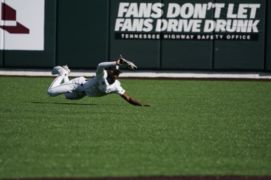 Enrique Bradfield Jr. makes a diving catch in center field in the first inning of Vanderbilt's victory over Illinois-Chicago. (Hustler Multimedia/Truman McDaniel)
