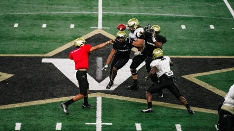 Mike Wright throws a pass in Vanderbilt