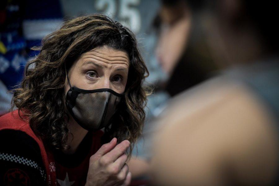 Stephanie White coaches during Vanderbilt's abbreviated 2020-21 campaign. (Hustler Multimedia/Truman McDaniel)