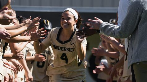 Griffin Gearhardt playing her senior season at Vanderbilt. (Twitter/@VandyLacrosse)