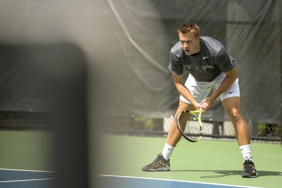Vanderbilt tennis falls to No. 10 South Carolina. (Twitter/@VandyMTennis)