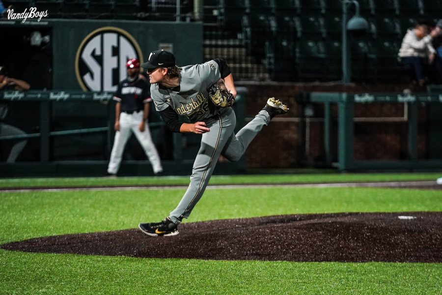 Thomas Schultz pitched six strong innings on Tuesday night to help Vanderbilt secure the mid-week victory. (Twitter/@VandyBoys).