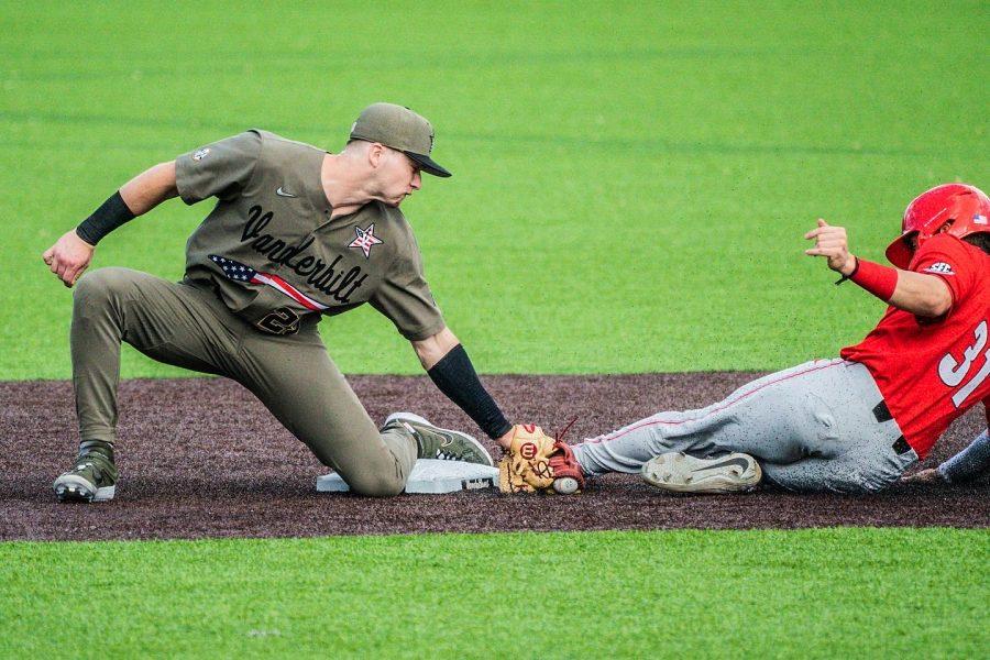 VandyBoy and Georgia baseball player at the game, photographed April 10, 2021. (Hustler Multimedia/ Truman McDaniel)