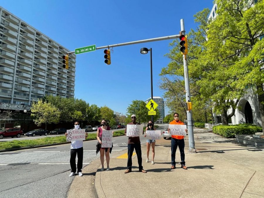 an+image+of+students+protesting+outside+the+TN+Board+of+Parole