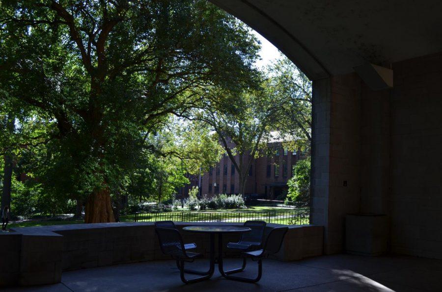 Empty chairs inside of Calhoun Arch on Vanderbilt's main campus. (Hustler Multimedia/Alex Venero)
