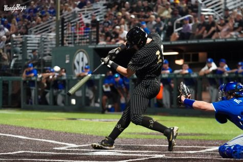 Troy LaNeve launched a two-run home run to walk off the Kentucky Wildcats. (Twitter/@VandyBoys).