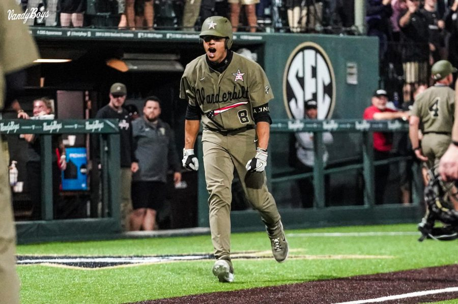 Isaiah Thomas played the hero on Sunday, ripping a grand slam in the 11th inning to propel Vanderbilt to victory. (Twitter/@VandyBoys).
